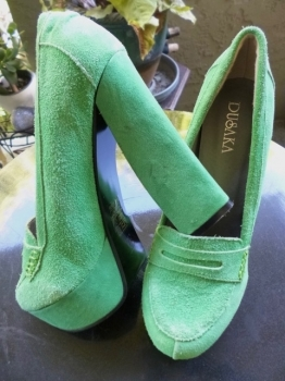 Green Suede Platform Shoes Chunky Heel Size 7.5 USA